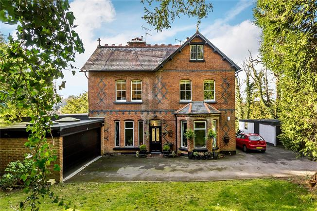 Guide Price £625,000, 4 Bedroom Flat For Sale in Caterham, CR3