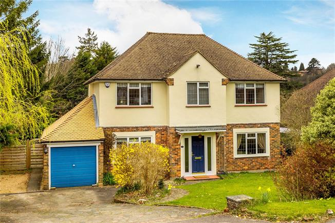 Guide Price £775,000, 4 Bedroom Detached House For Sale in Caterham, CR3