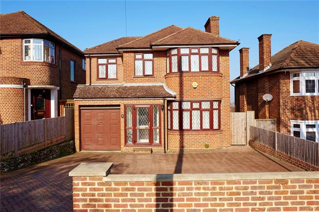 Guide Price £599,950, 4 Bedroom Detached House For Sale in Purley, CR8
