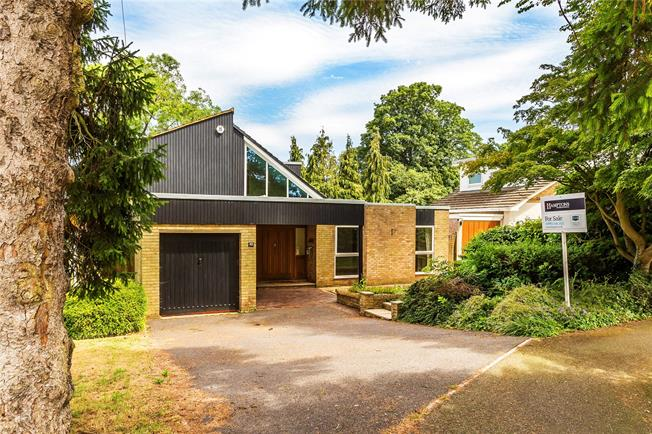 Guide Price £700,000, 4 Bedroom Detached House For Sale in Kenley, CR8