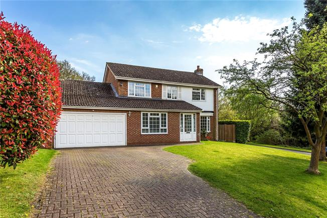 Guide Price £780,000, 4 Bedroom Detached House For Sale in Kenley, CR8