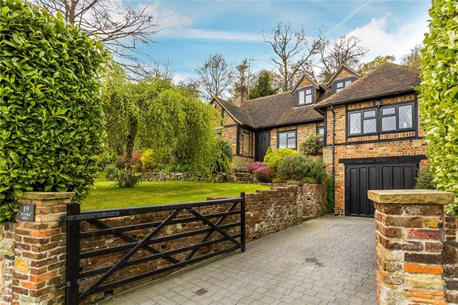 Guide Price £895,000, 4 Bedroom Detached House For Sale in Caterham, CR3