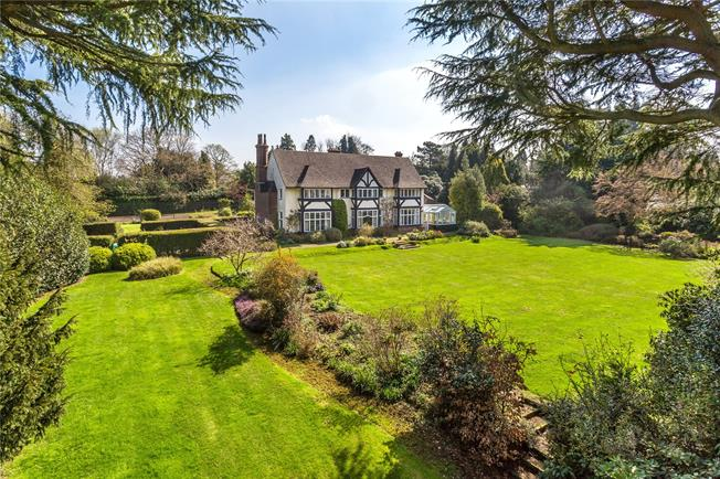 Guide Price £2,350,000, 9 Bedroom Detached House For Sale in Woldingham, CR3