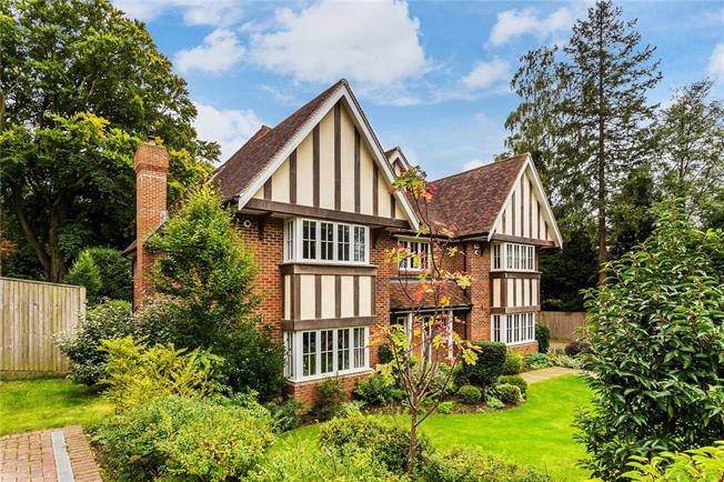 Guide Price £1,850,000, 6 Bedroom Detached House For Sale in Surrey, CR3
