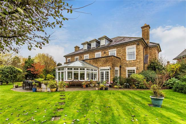 Guide Price £1,575,000, 6 Bedroom Detached House For Sale in Coulsdon, CR5