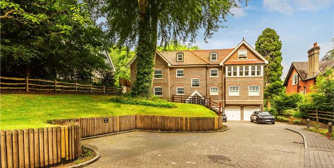 Guide Price £350,000, 2 Bedroom Flat For Sale in Kenley, CR8