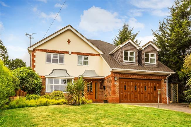 Guide Price £950,000, 5 Bedroom Detached House For Sale in Kenley, CR8