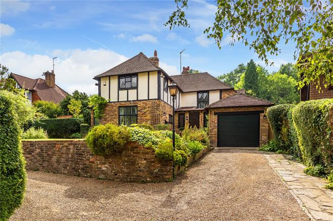 Guide Price £995,000, 4 Bedroom Detached House For Sale in Caterham, CR3