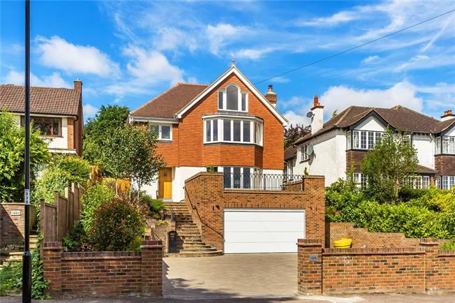 Guide Price £1,150,000, 5 Bedroom Detached House For Sale in Purley, CR8