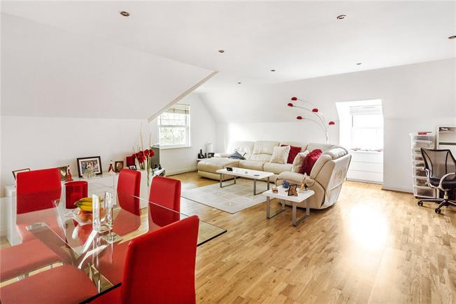 Guide Price £450,000, 2 Bedroom Flat For Sale in Kenley, CR8