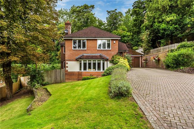 Guide Price £697,500, 4 Bedroom Detached House For Sale in Caterham, CR3