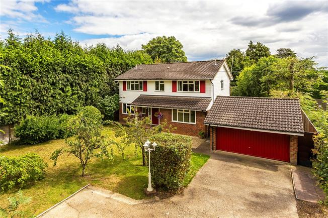 Guide Price £875,000, 4 Bedroom Detached House For Sale in Purley, CR8