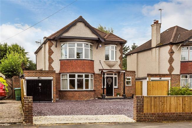 Guide Price £750,000, 5 Bedroom Detached House For Sale in Caterham, CR3