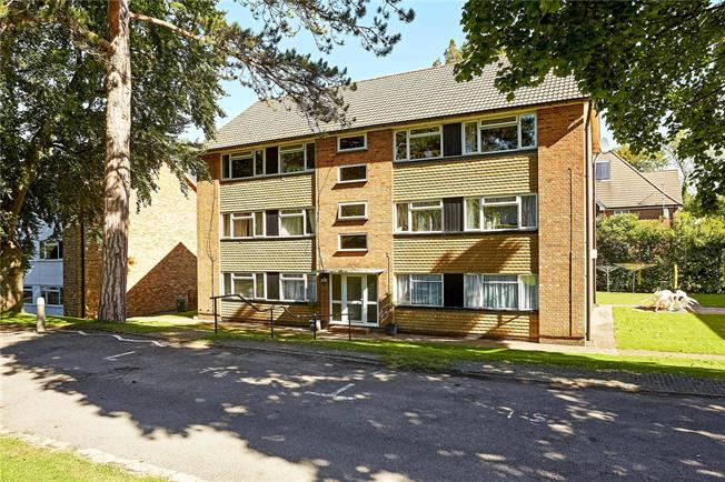 Asking Price £274,950, 2 Bedroom Flat For Sale in Caterham, CR3