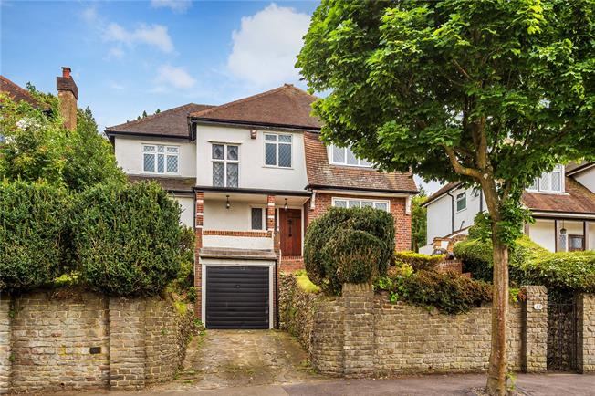 Guide Price £750,000, 4 Bedroom Detached House For Sale in Purley, CR8
