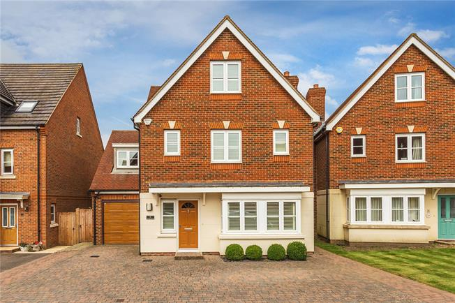 Guide Price £700,000, 5 Bedroom Detached House For Sale in Kenley, CR8