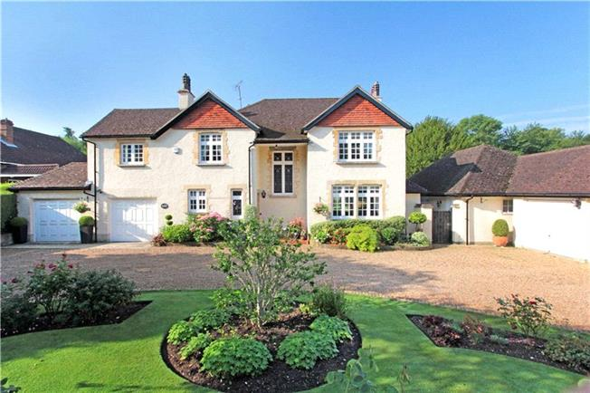 Guide Price £1,600,000, 6 Bedroom Detached House For Sale in South Croydon, CR2