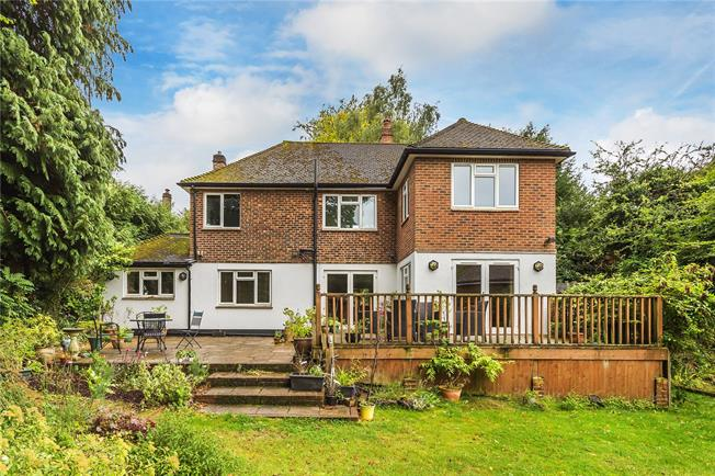Guide Price £800,000, 5 Bedroom Detached House For Sale in Caterham, CR3