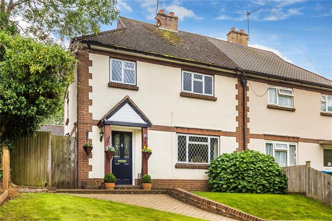 Guide Price £485,000, 3 Bedroom Semi Detached House For Sale in Warlingham, CR6