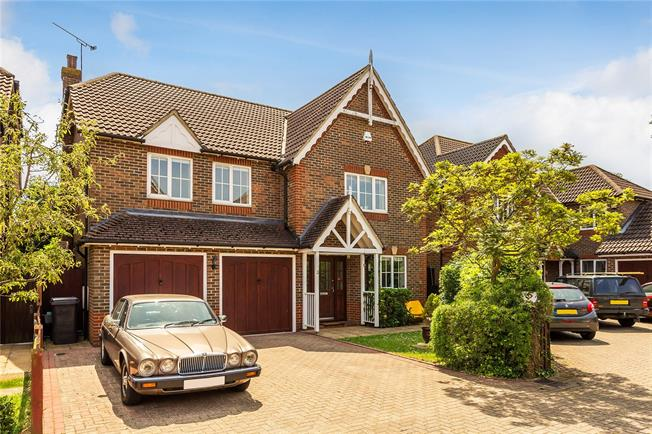 Guide Price £900,000, 5 Bedroom Detached House For Sale in South Croydon, CR2