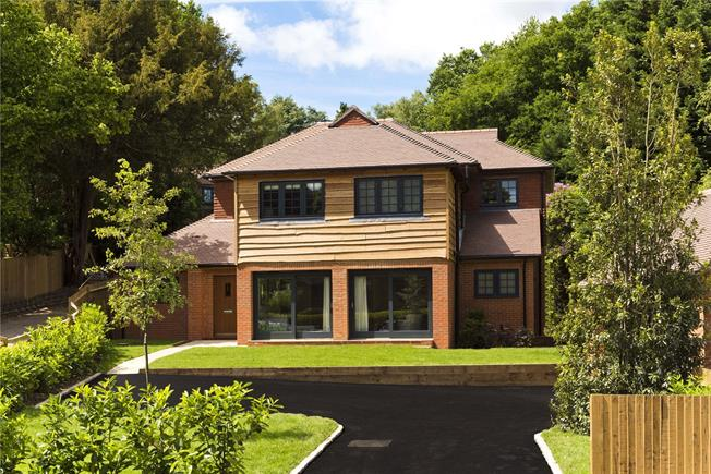 Guide Price £1,050,000, 4 Bedroom Detached House For Sale in Chaldon, CR3