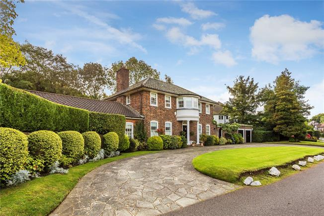 Guide Price £1,100,000, 5 Bedroom Detached House For Sale in Coulsdon, CR5