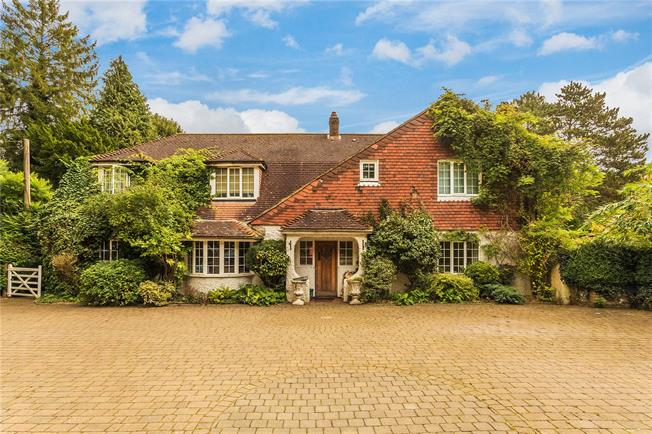 Guide Price £1,150,000, 5 Bedroom Detached House For Sale in South Croydon, CR2
