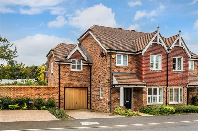 Asking Price £590,000, 4 Bedroom Semi Detached House For Sale in Caterham, CR3