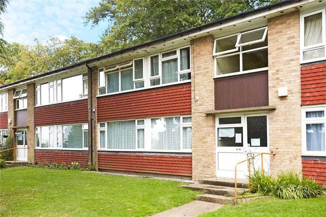 Guide Price £199,950, 1 Bedroom Flat For Sale in Caterham, CR3