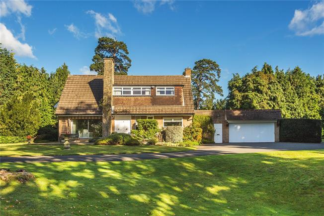 Guide Price £1,500,000, 5 Bedroom Detached House For Sale in Croydon, CR0