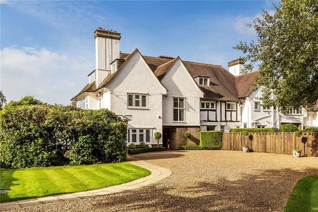 Guide Price £1,200,000, 4 Bedroom Town House For Sale in Woldingham, CR3