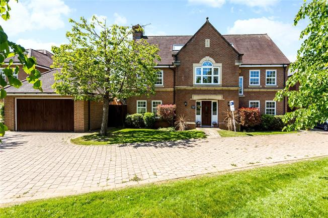 Asking Price £925,000, 5 Bedroom Detached House For Sale in Coulsdon, CR5