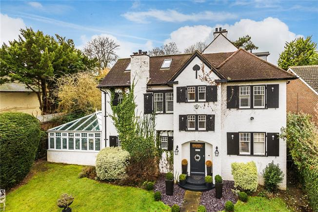 Guide Price £999,950, 5 Bedroom Detached House For Sale in Purley, CR8