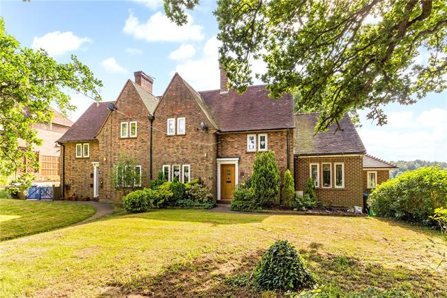 Guide Price £725,000, 4 Bedroom End of Terrace House For Sale in Bletchingley, RH1
