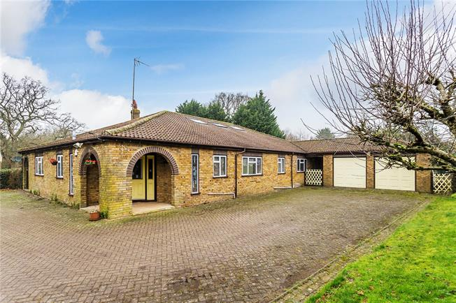 Guide Price £925,000, 3 Bedroom Bungalow For Sale in Warlingham, CR6