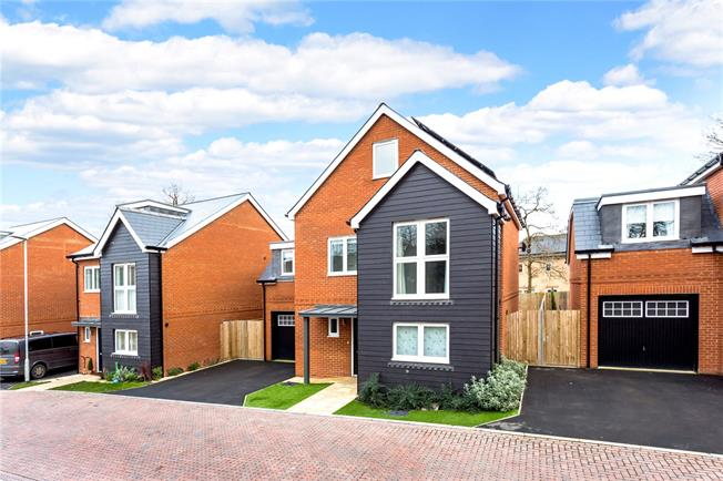 Offers in excess of £600,000, 5 Bedroom Detached House For Sale in Surrey, RH8