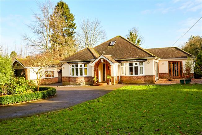 Guide Price £750,000, 4 Bedroom Bungalow For Sale in Chaldon, CR3