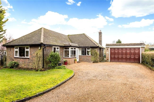 Guide Price £575,000, 2 Bedroom Detached House For Sale in Surrey, CR3