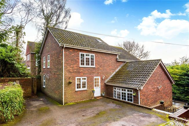 Guide Price £725,000, 4 Bedroom Detached House For Sale in South Croydon, CR2