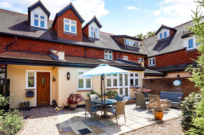 Guide Price £1,175,000, 5 Bedroom Town House For Sale in South Godstone, RH9