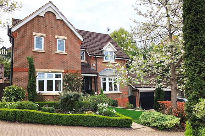Guide Price £730,000, 4 Bedroom Detached House For Sale in Caterham, CR3
