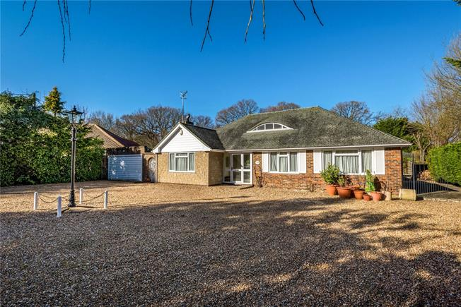 Guide Price £725,000, 3 Bedroom Bungalow For Sale in South Godstone, RH9