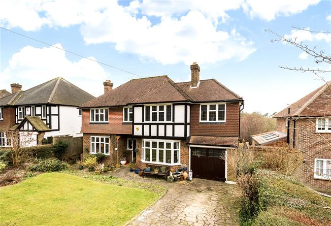 Guide Price £800,000, 5 Bedroom Detached House For Sale in Coulsdon, CR5