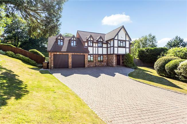 Guide Price £1,250,000, 4 Bedroom Detached House For Sale in Surrey, CR3
