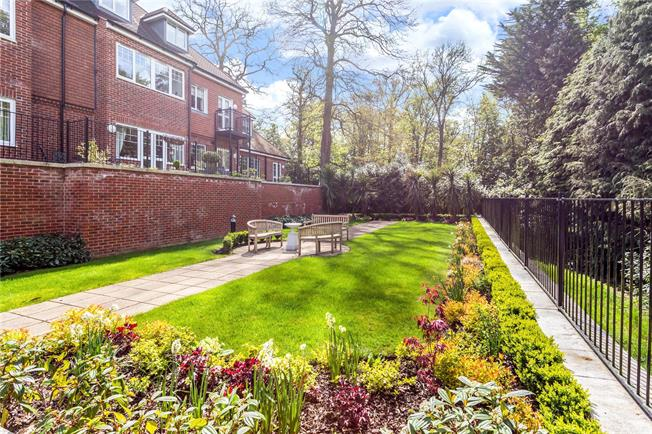 Asking Price £399,950, 2 Bedroom Flat For Sale in South Croydon, CR2