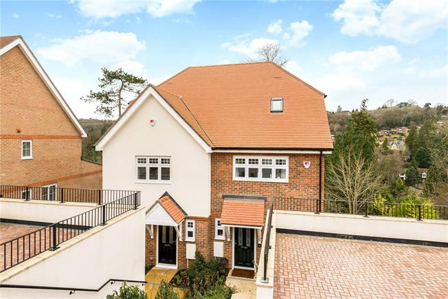 Asking Price £550,000, 3 Bedroom Semi Detached House For Sale in Caterham, CR3
