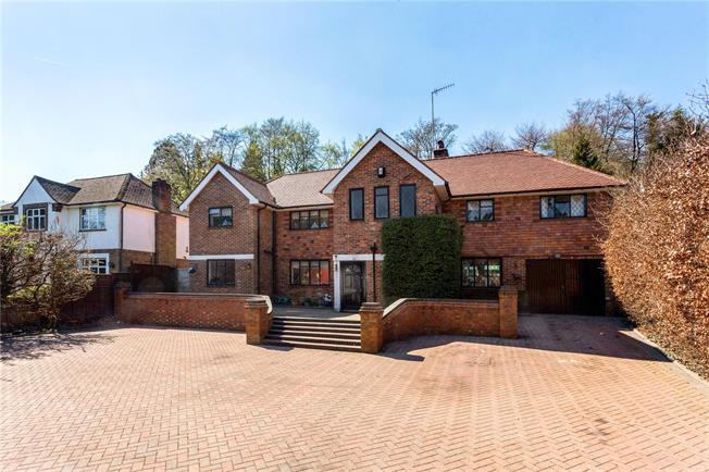 Guide Price £900,000, 5 Bedroom Detached House For Sale in Caterham, CR3
