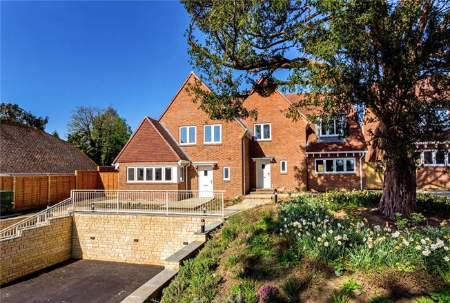 Guide Price £625,000, 3 Bedroom Semi Detached House For Sale in Bletchingley, RH1
