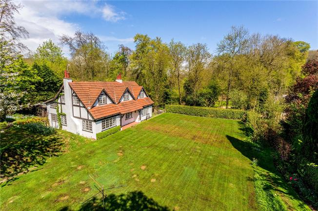 Asking Price £750,000, 4 Bedroom Detached House For Sale in Surrey, CR3