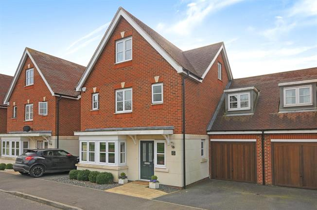 Offers in excess of £625,000, 5 Bedroom Semi Detached House For Sale in Kenley, CR8